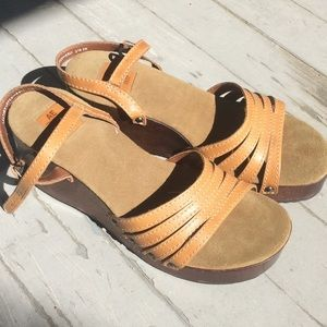 American Eagle leather sandal